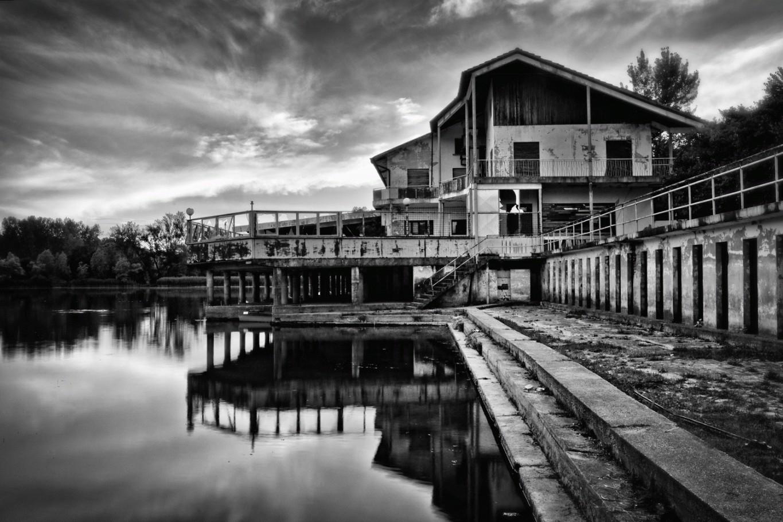 Vecchio stabilimento balneare al Lago di Revine
